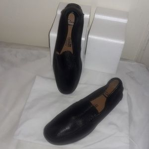 Clarks flat shoes size 9